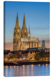 Lienzo  The Cologne Cathedral in the evening - Michael Valjak