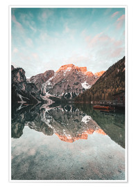 Póster Sunrise at the braies lake