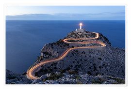 Póster Light trail to the lighthouse at Cap Formentor, Mallorca