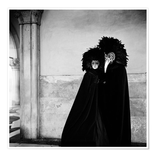 Póster Couple wearing costumes and masks at the annual Carnivale. Venice, Italy