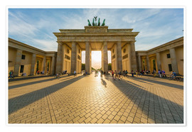 Póster Germany, Berlin, Brandenburger Tor and Pariser Platz at backlight