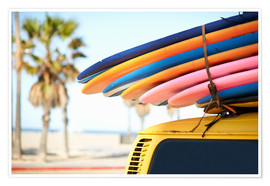 Póster  Multi-coloured surfboards tied onto vehicle, Venice Beach, Los Angeles, USA - Image Source