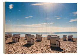 Cuadro de madera  Germany, Schleswig-Holstein, Bay of Luebeck, hooded beach chairs on the beach - Westend61