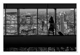 Póster Silhouetted woman crossing city footbridge over New York cityscape at night, USA