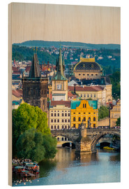 Cuadro de madera  View of Charles Bridge and buildings in Mala Strana Old Town from Letna Park, on Letna Hill, Prague, - Jason Langley