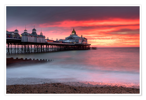 Póster Eastbourne Pier against fiery red sky at sunrise, Eastbourne, East Sussex, England, United Kingdom,