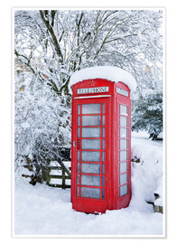Póster  Traditional British red telephone box covered in winter snow, Snowshill, Cotswolds, Gloucestershire, - Stuart Black