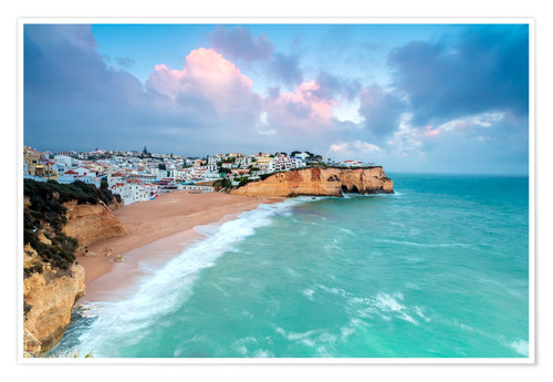 Póster View of Carvoeiro village surrounded by sandy beach and turquoise sea at sunset, Lagoa Municipality,