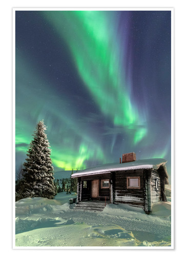 Póster The Northern Lights (Aurora borealis) frame the wooden hut in the snowy woods, Pallas, Yllastunturi