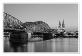 Póster Hohenzollern Bridge and Cologne Cathedral black-and-white
